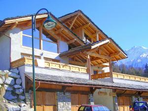 Location gîte, chambres d'hotes Modern Chalet in Peisey-Nancroix with Balcony dans le département Savoie 73