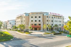 Ibis Dalian Yida Spring Field Hotel