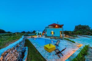 Bobulos Island Retreat