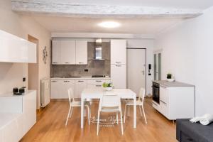 Feel at Home - NEL CUORE DI LOVERE - AbcAlberghi.com