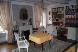 La Villa du Haut Layon, Bed and Breakfasts  Nueil-sur-Layon - big - 8