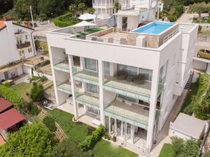 Design apartments with rooftop swimming pool