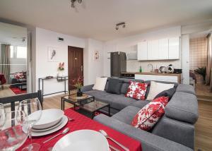 Scarlet Apartment