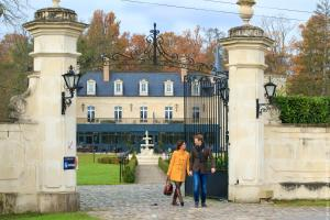 Location gîte, chambres d'hotes Château De Breuil dans le département Aisne 2