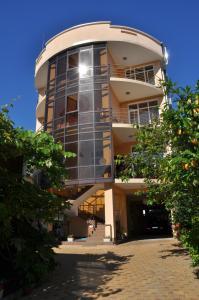 Гостевой дом Leo Grand