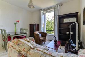 Charming bright apartment near Paris