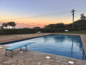 Precioso apartamento estilo marinero con jardin y piscina comunitaria