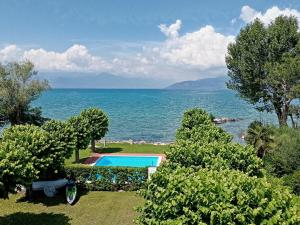 Casa Lugana 1 - Monolocale con piscina fronte lago - AbcAlberghi.com