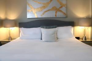 Elegant Two Bedroom Suite in Back Bay, Boston