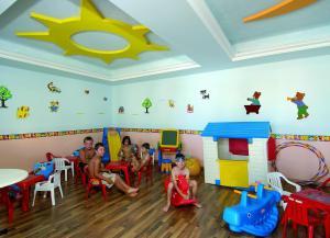 Selini Suites, Hotely  Kolimvárion - big - 39
