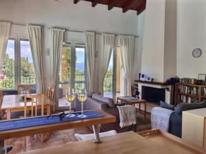 obrázek - Gastouri Villa Pascalia with pool and views