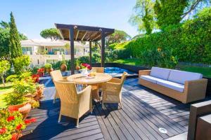 Vale do Lobo Villa Sleeps 8 with Pool Air Con and WiFi