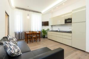 Superb 2BR 2BA deluxe apartment near Opera and Trevi - abcRoma.com