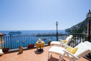 Amalfi Apartment Sleeps 6 Air Con WiFi - AbcAlberghi.com