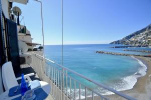 Amalfi Apartment Sleeps 5 Air Con WiFi - AbcAlberghi.com
