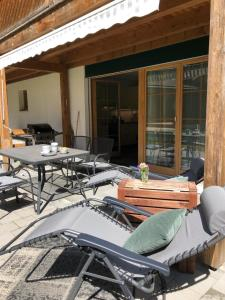 Clean and Comfy with Garden Terrace and Parking - Hotel - Lauterbrunnen