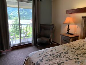 Three Valley Lake Chateau - Hotel - Revelstoke