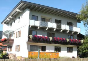 Haus Margit - Hotel - Kössen