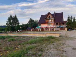 Pokoje w Puszczy Augustowskiej przy jeziorze Serwy Sucha Rzeczka 3b Zajazd u Lecha
