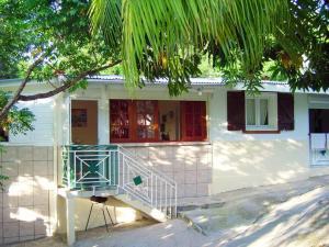 Maison de 2 chambres a Deshaie avec magnifique vue sur la montagne jardin clos et WiFi