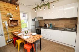 Calme en centre ville Appartement , spacieux et rénové à 50m de la Place Carnot