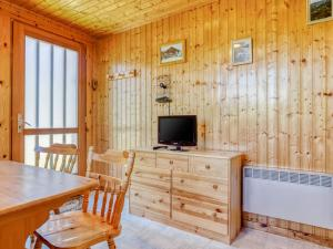 Wodden Chalet in Lotharingen with furnished garden - Hotel - St Maurice sur Moselle