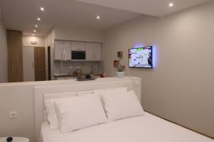 Lakones Deluxe Suites