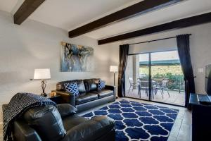 Modern Condos w Pool Minutes to Scottsdale Attractions