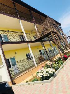 Гостиница Арагва, За Родину