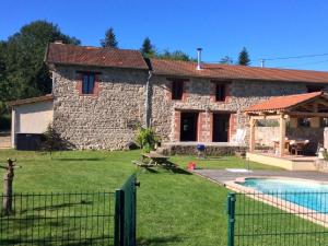 Location gîte, chambres d'hotes Luxe Holiday Home in Lavoine with pool dans le département Allier 3