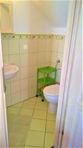 Madzia pokoje 24 osobowe z łazienkami