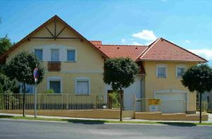 Madách Apartman, Apartmány  Hévíz - big - 9