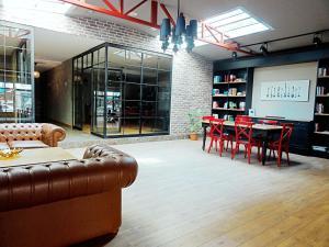 Akin Suites, Апарт-отели  Стамбул - big - 58