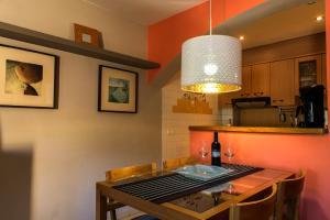 Ático con terraza en Graus-Pirineo de Huesca, Appartamenti  Graus - big - 12