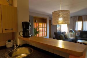 Ático con terraza en Graus-Pirineo de Huesca, Appartamenti  Graus - big - 17