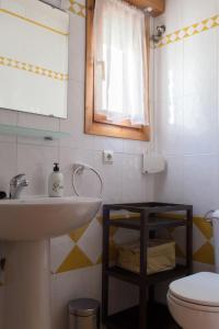 Ático con terraza en Graus-Pirineo de Huesca, Appartamenti  Graus - big - 22