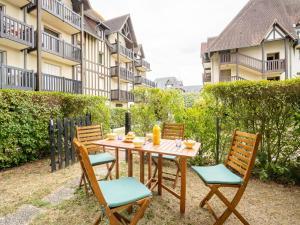 Location gîte, chambres d'hotes Apartment Le Clos Mathilde-10 dans le département Calvados 14