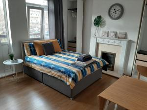 Cosy double room only in E14, near Canary Wharf, zone 2, Metro