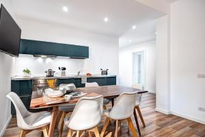 Luxury Blues Apartment - AbcAlberghi.com
