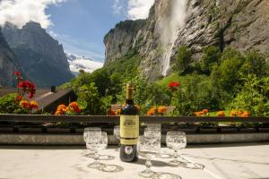 Lauterbrunnen Staubbach Beautiful Waterfall Apartment - Hotel - Lauterbrunnen