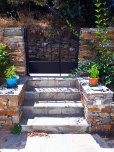 AGKYRA ROOMS Andros Greece