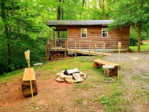 Lil' Log at Hearthstone Cabins and Camping