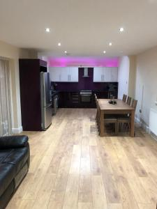 LUXE ROOM RUSHOLME NEAR CITY CENTRE AND HOSPITAL