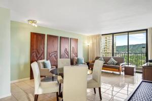 One Bedroom w/Diamond Head Views and FREE parking!