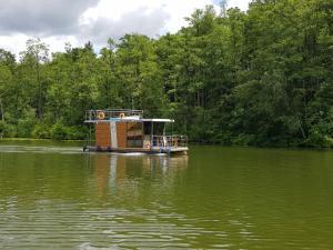 Domki pływające Houseboat4U Mazury
