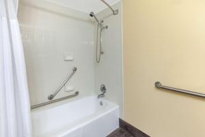 Days Inn & Suites by Wyndham Grand Rapids Near Downtown