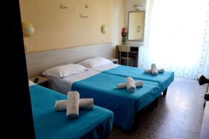 New Hotel Cirene Triple Room for 3 people full pen - AbcAlberghi.com