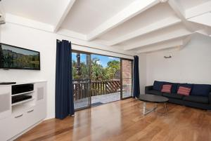 6/34 Lawson Street - Balcony on Lawson, Apartmanok  Byron Bay - big - 7