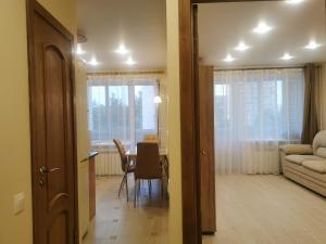 Apartment on Veteranov 146
