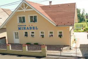2 star pensiune Penzion Mirabel Bešeňová Slovacia